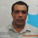Vendedor Carlos Silva apresenta o plano de saúde Diamante da Unimed em Recife