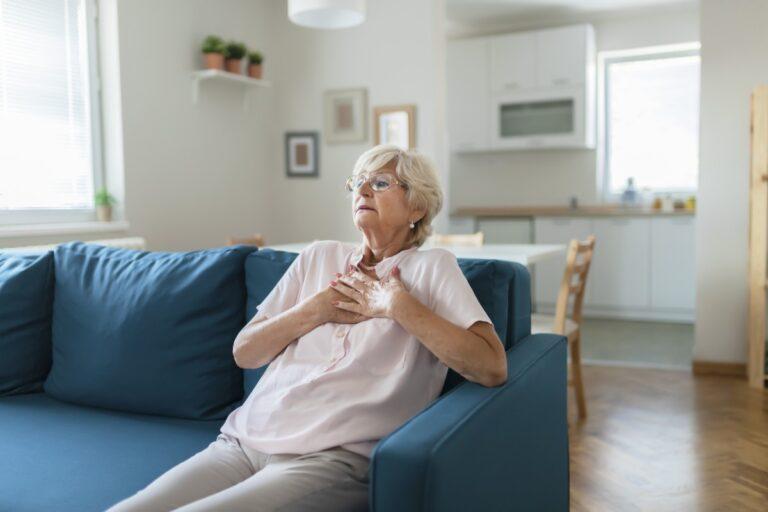 conheça os sintomas do ataque cardiaco em mulheres e saiba como evitar
